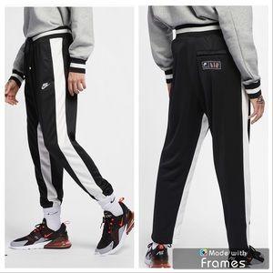 NWT! Nike me so
